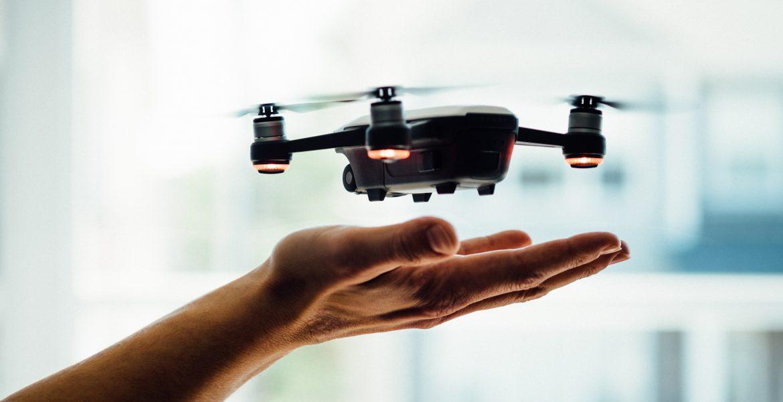 Drones kun je het beste zo besturen